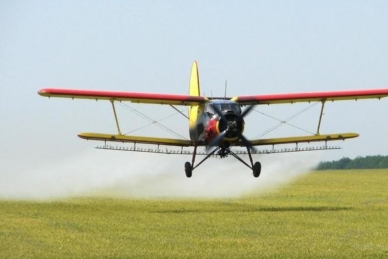 Екологи просять Президента заборонити авіаобробку полів хімікатами