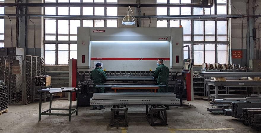 Гідравлічний листозгинальний прес Dener Puma XL на виробництві KMZ Industries