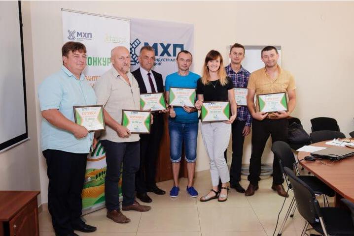 Андрій Піцань (праворуч) на конкурсі МХП «Село. Кроки до розвитку»