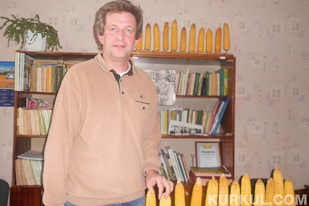 Сергій Понуренко демонструє гібриди кукурудзи