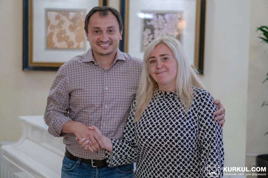 Микола Сольський,  голова аграрного комітету Верховної Ради України (ліворуч) та  Наталія Білоусова, головний редактор AgroPolit.com (ліворуч)