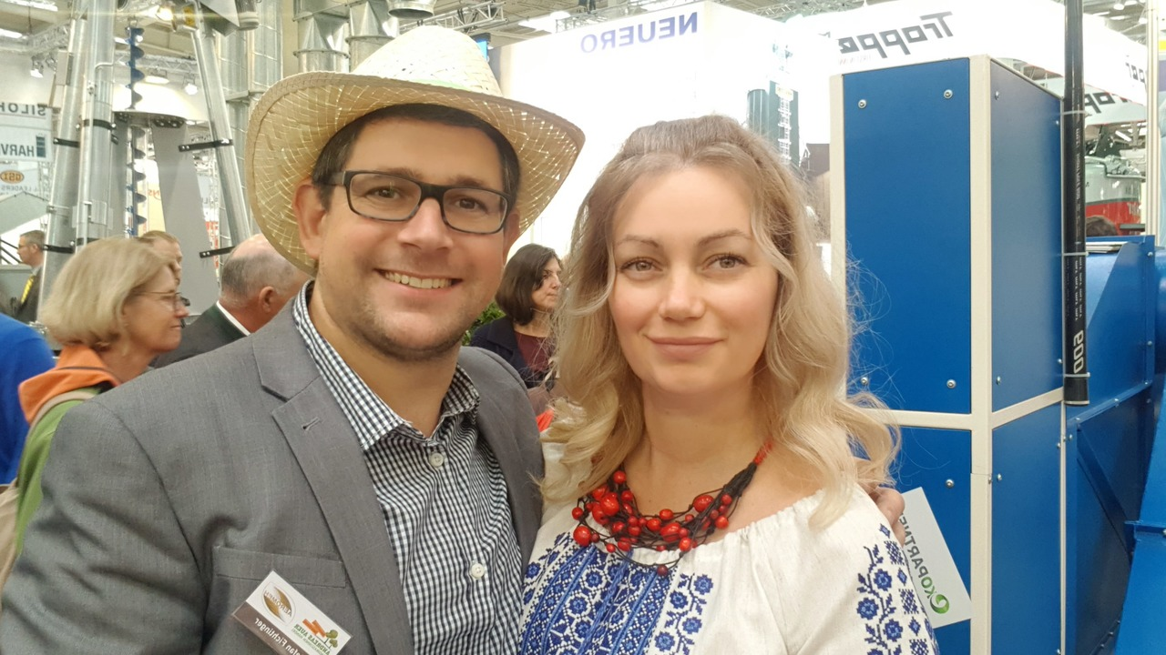 Ірина Чорнобай (праворуч), на AGRITECHNICA 2019