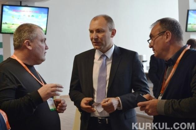 Андрій Ярмак з відвідувачами виставки