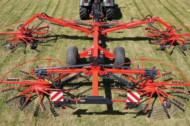 KUHN представила новий фронтальний бак і граблі для трави