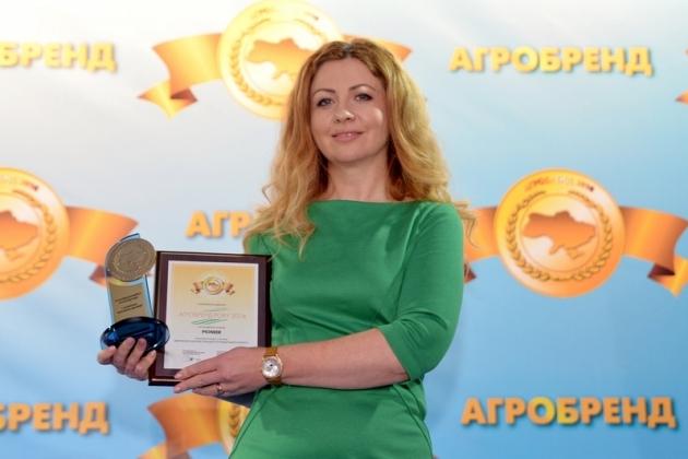 Олена Дуніна з нагородою