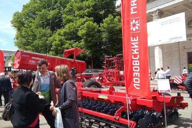 УПЕК представив енергоефективну сільгосптехніку на АГРО-2016