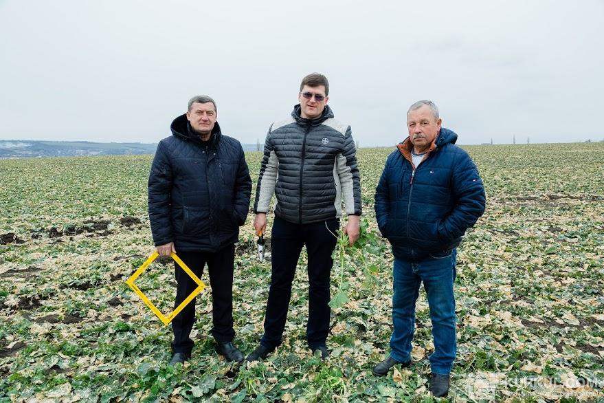 Зліва на право, Дмитро Бандровський, регіональний менеджер компанії Bayer, Іван Діхтяр, агроном «Агрофірми «Ольгопіль»