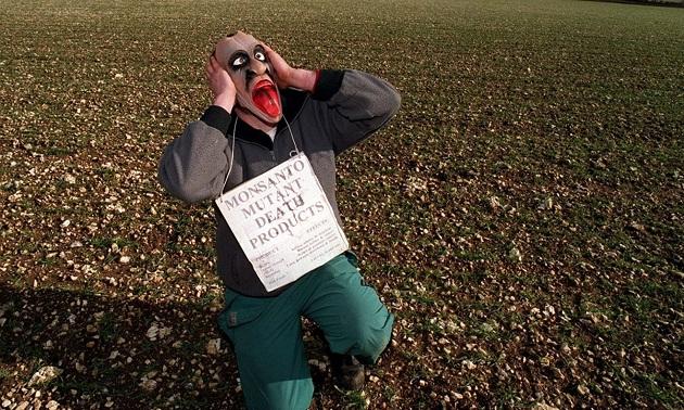 У Лінкольнширі активіст протестує проти компанії Монсанто