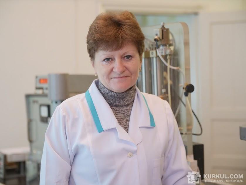 Олена Фролова, завідуюча сировинної лабораторією комбінату