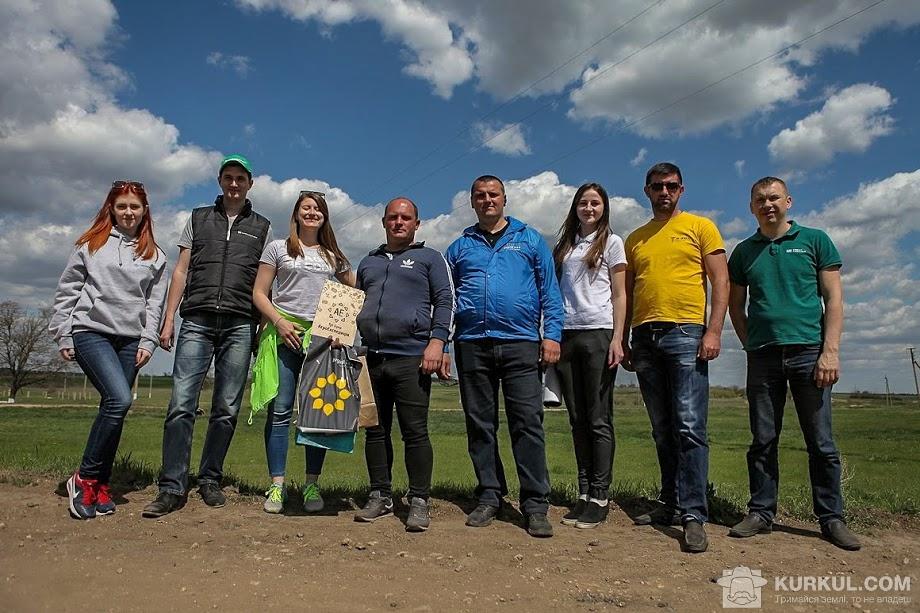 Команда АгроЕкспедиції Посівна 2018 разом з агрономом господарства «Агро Капітал Центр»