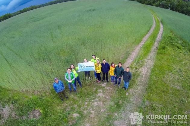 АгроЕкспедитори біля житнього поля на Житомирщині