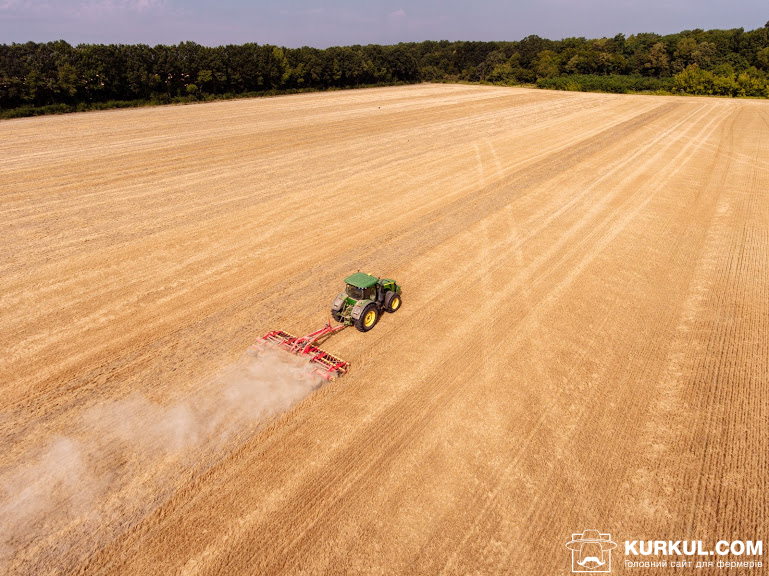 Лущення стерні озимої пшениці у господарстві «Криниця»