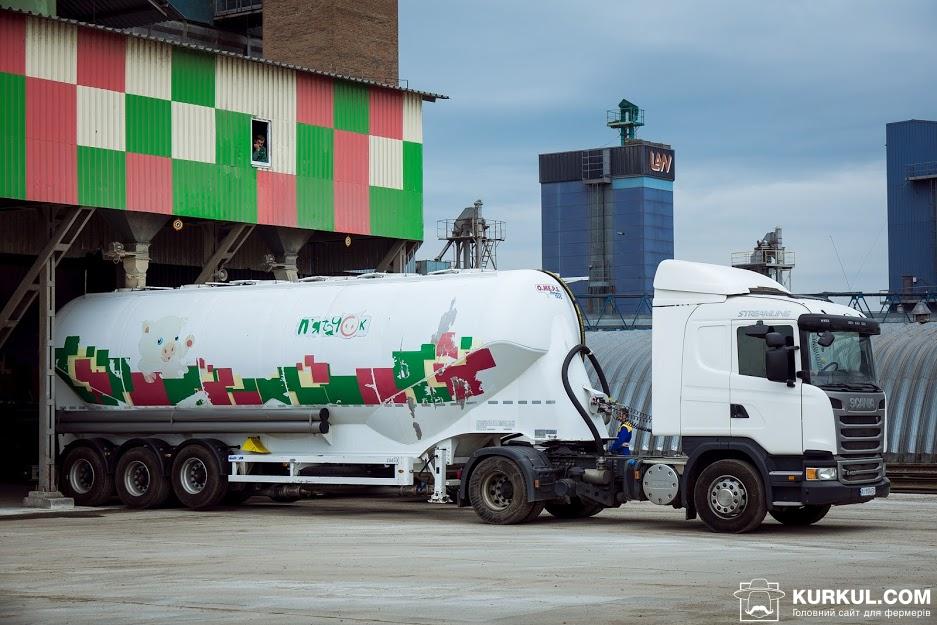 Вантажівка Scania з логотипом «П'ятачок»