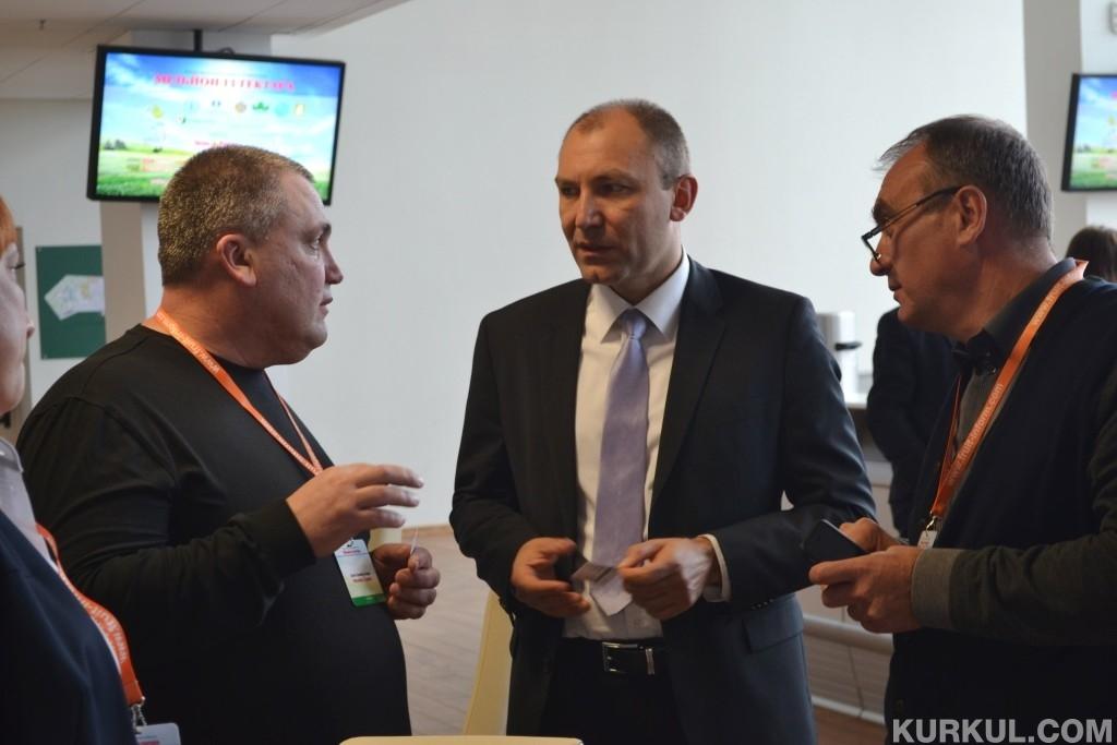 Андрій Ярмак разом з учасниками конференції