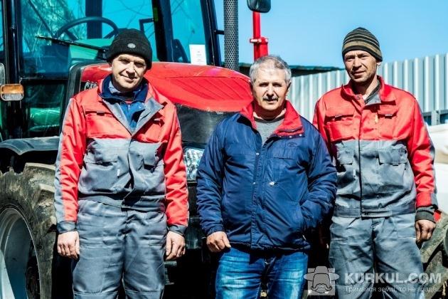 Механізатори та новий трактор