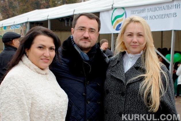 Анатолій Онищук з колегами з Першого національного аграрного кооперативу
