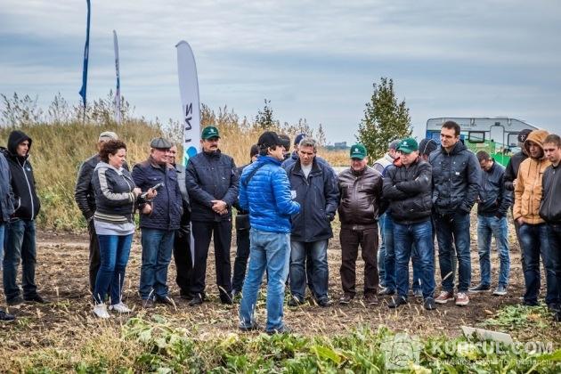 Сергій Дучак, агроном ТОВ «Сесвандерхаве-Україна», розповідає про особливості гібридів, висіяних на демо-ділянках