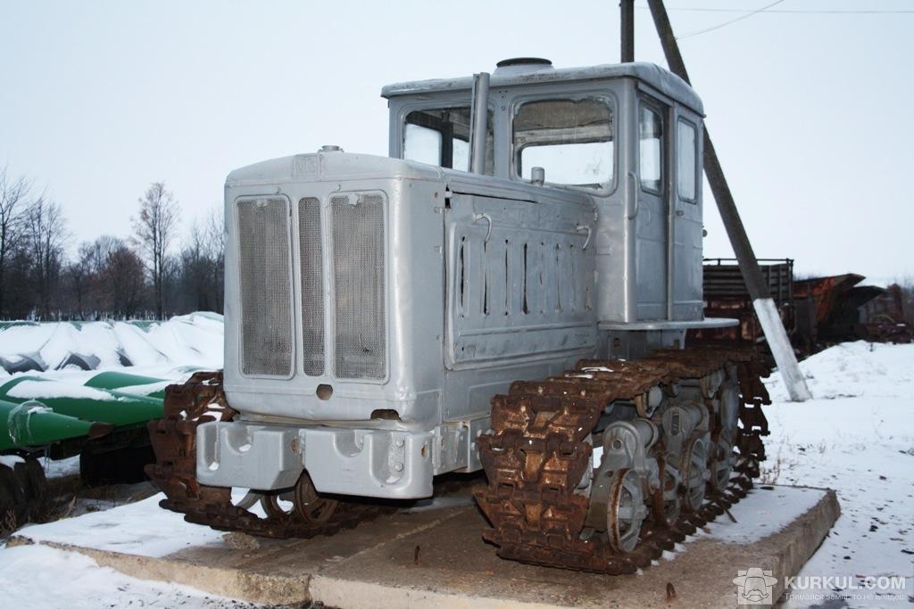 Трактор ХТЗ Т-74 на варті порядку у ДПДГ «Шевченківське»