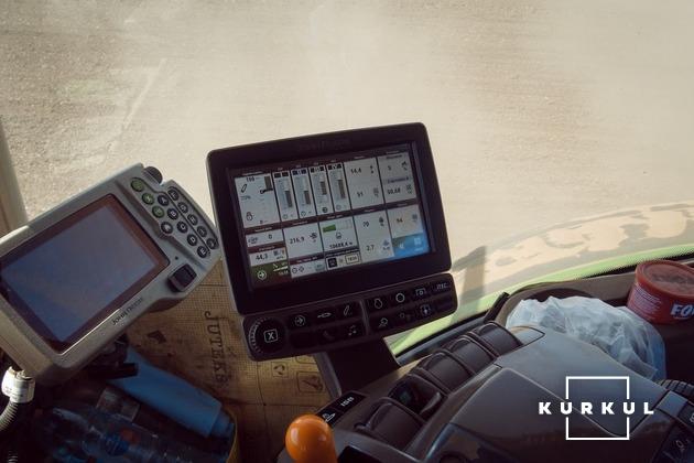 Панель керування трактора John Deere 8320R