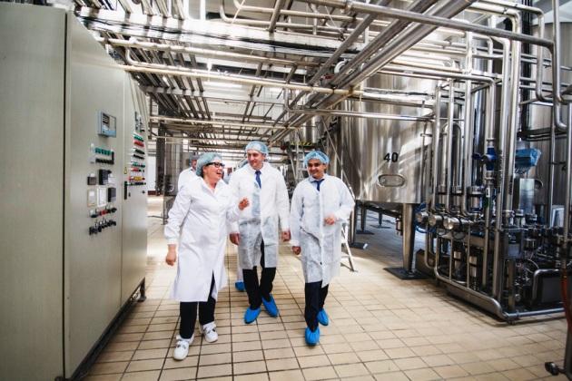 Олексій Павленко на молокопереробному заводі компанії Лакталіс