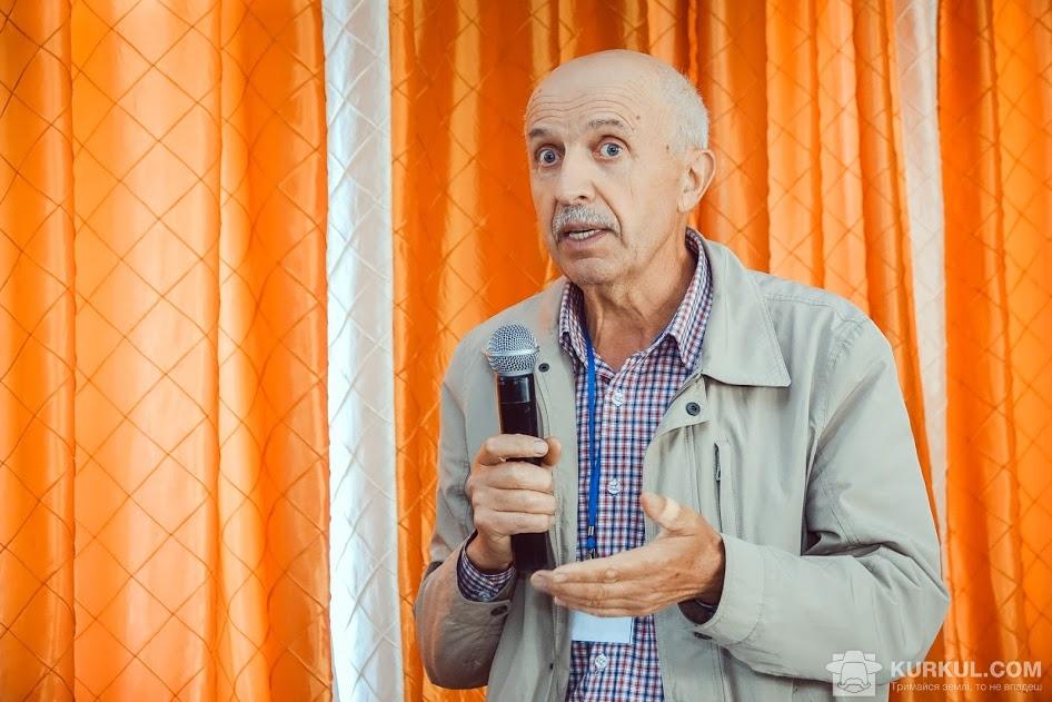 Зеновій Сич доповідає на форумі UkrUP