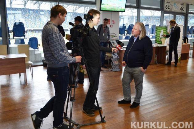 Марк Зархін дає інтерв'ю одному з місцевих каналів
