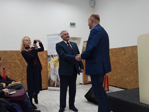 Нагородження Василя Цвика за квлад у розвиток козівництва